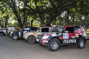 Carros alinhados antes da largada em Campo Mourão (PR) - Foto: Luciano Santos/SigCom
