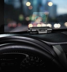 Para evitar o desvio de atenção do motorista, tecnologia indica dados de navegação no vidro para-brisa e pode ser utilizado em qualquer veículo