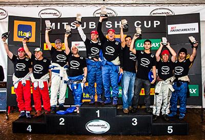 No final da etapa, os vencedores de cada categoria sobem ao pódio - Foto: Adriano Carrapato / Mitsubishi