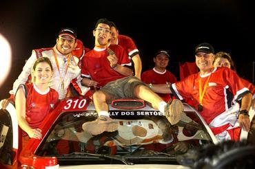 Equipe Acelera Siriema na chegada do Rally dos Sertões 2013 - Foto: Sanderson Pereira/Photo-S