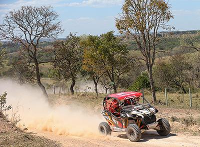 Rodrigo Varela e João Arena, da equipe Can-Am, no Rally dos Sertões 2014 Foto: Idário Café/Mundo Press