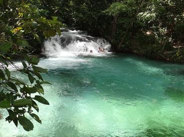 Passagem por muitos rios e cachoeiras