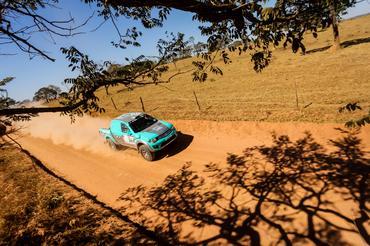 Dupla acelerando no Prólogo deste sábado, em Goiânia - Foto: Sanderson Pereira