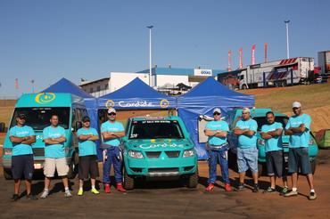 Equipe Candide reunida no autódromo goiano - Foto: Sanderson Pereira