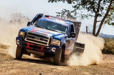 Mesmo sem freio, trio vence o primeiro dia do Rally dos Sertões