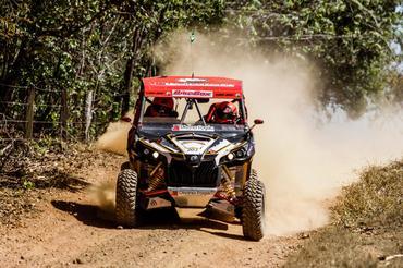 Um pneu furado impediu outra vitória de Rodrigo Varela/João Arena - Foto: Foto: DFotos/Divulgação