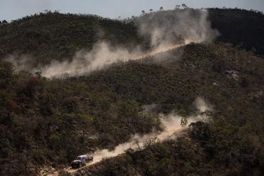 Dupla enfrentou trechos de serra sinuosos, com precipícios e muitas pedras - Foto: Victor Eleutério/Webventure