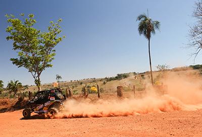 Carlo Collet e Marcos Lara, da equipe Can-Am, no prólogo do Rally dos Sertões 2014 Crédito: Idário Café/Mundo Press