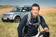 •Bear Grylls irá apoiar a Land Rover em âmbito global, incluindo o treinamento de jovens britânicos que querem aprender a explorar terrenos selvagens