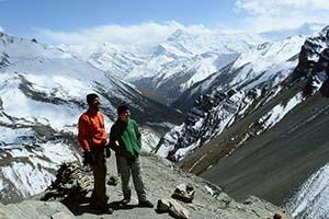 CAMINHADA NO CIRCUITO ANNAPURNAS – NEPAL  Foram 15 dias para percorrer 210 quilômetros pelas trilhas íngremes do Circuito Annapurnas. Esta foto foi tirada um dia antes do Passe Thorung La, o ponto mais alto que chegamos caminhando, a 5.416 metros de altitude.