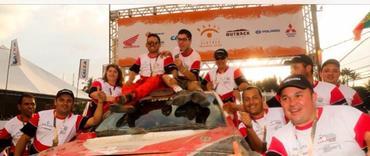Equipe comemora a chegada de mais um Rally dos Sertões, em BH - Foto: Sanderson Pereira/Photo-S