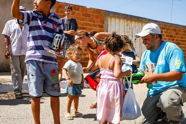 Equipe distribuiu 2mil brinquedos ao longo do rali - Foto: Sanderson Pereira/Photo-S
