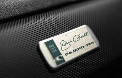 Plaqueta numerada com assinatura de Jack O'Oneill - Foto: Pablo Vaz / Mitsubishi