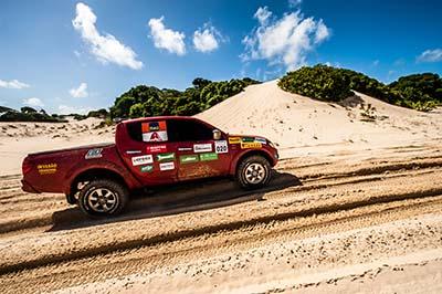Competidores vão encarar trilhas com muita areia - Foto: Ricardo Leizer/Mitsubishi
