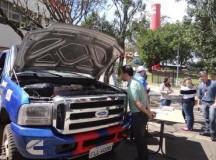 Funcionários da Cummins puderam conhecer o caminhão de perto - Foto: Cummins Brasil