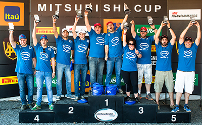 No final da etapa, os vencedores da cada categoria subiram ao pódio - Foto: Tom Papp / Mitsubishi