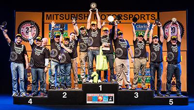 Os melhores de cada categoria sobem ao pódio e são premiados - Foto:  Tom Papp/Mitsubishi