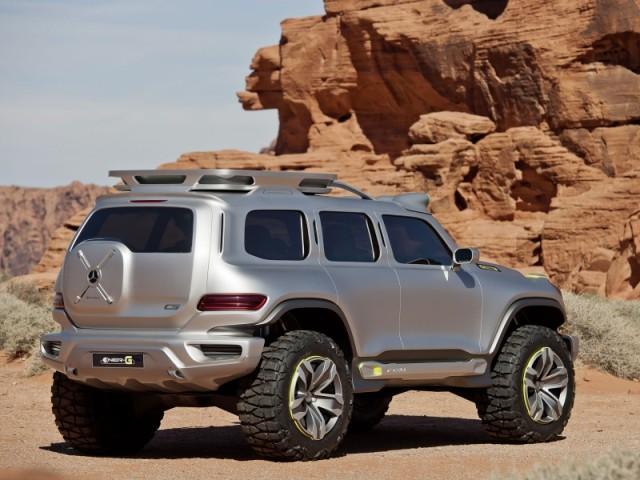 "Equipada com scanner topográfico ""Terra-scan"" no telhado constantemente detecta o ambiente do veículo"
