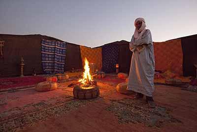 Os guias locais vão levar todos os off roaders para diversas trilhas em dunas de areia e acampamento no deserto.
