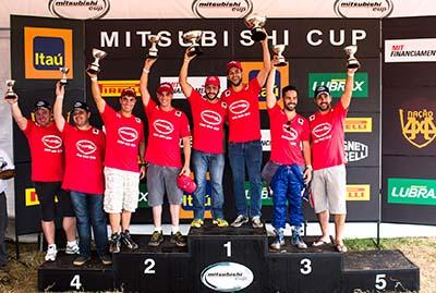 Campeões da categoria L200 Triton RS - Foto:  Tom Papp / Mitsubishi