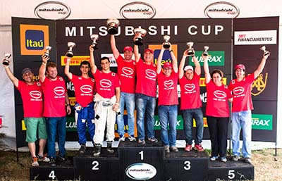 Campeões da categoria Pajero TR4 ER Master - Foto:  Tom Papp / Mitsubishi
