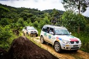 Equipes são formadas por dois carros e até 10 pessoas - Foto:  Tom Papp/Mitsubishi