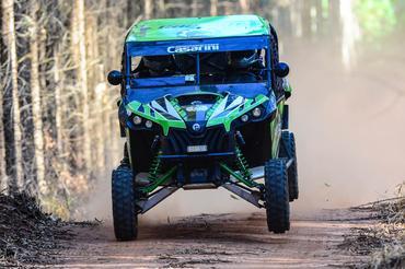 Bruno Sperancini é campeão brasileiro de rally cross country entre os UTVs - Foto:  Doni Castilho/DFOTOS