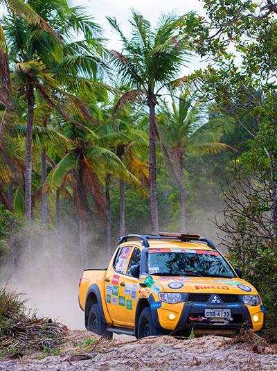Veículos 4x4 da Mitsubishi enfrentaram as trilhas paraibanas - Foto: Tom Papp