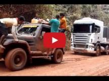 Troller puxando Scania na Transamazonica