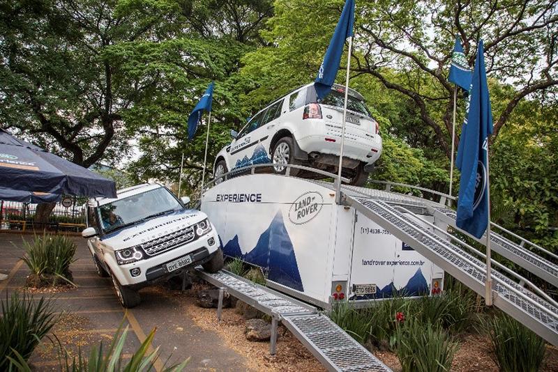 •Centro de experiências da marca oferece test-drive a visitantes no Átrio do Shopping Morumbi
