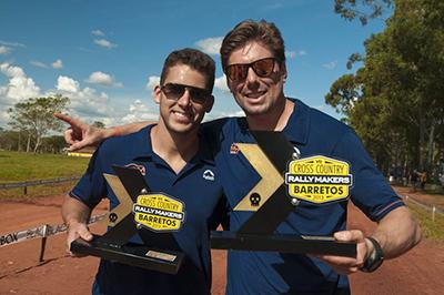 Lucas ao lado do navegador Beco Andreotti: temporada vitoriosa  - Foto:  Gustavo Epifanio