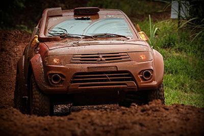 Rally dos Amigos é marcado por muita lama - Foto:  André Chaco/Mitsubishi