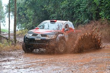 Muita lama e piso escorregadio dificultaram o percurso no sábado - Foto:  Ney Evangelista/DFotos