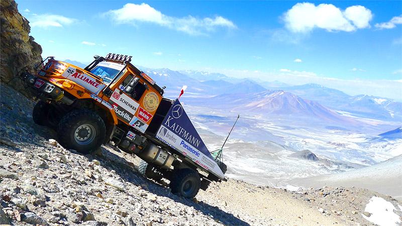 Conquista inédita, ocorrida na Cordilheira dos Andes, foi alcançada pela empresa alemã Extrem Events, em parceria com a Kaufmann, representante da Mercedes-Benz no Chile e com a Mercedes-Benz Special Trucks