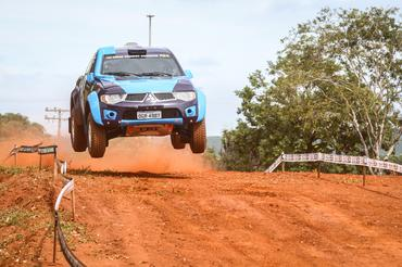 A primeira etapa do Brasileiro de Rally Cross Country 2015 prevê muitos saltos - Foto:  Vinicius Branca/Webventure