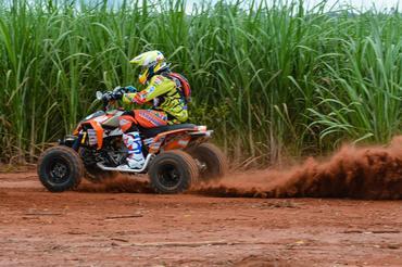Jérémy Dubois, categoria quadriciclos 4x2 - Foto:  Ney Evangelista/DFotos