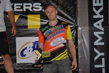 Jérémy Dubois com o troféu da categoria 4x2 nos quadriciclos em Barretos - Foto:  Ney Evangelista/DFotos