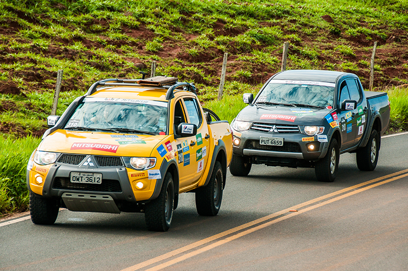 Equipes são formadas por dois Mitsubishi com tração 4x4 - Foto:  Cadu Rolim/Mitsubishi