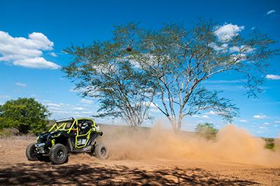Lucas Barroso e Lauro Sobreira a bordo do Can-Am Maverick Xds Turbo no Rally do Velho Chico 2015 - Foto: Doni Castilho/DFotos
