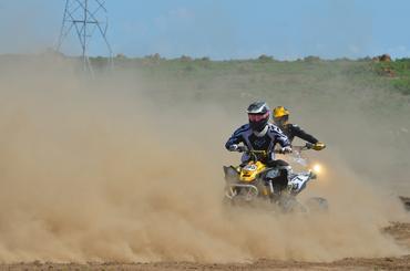 O piloto Pedro Caldas saiu na frente da categoria ATV  - Foto:  Angelo Savastano/SavaPhoto