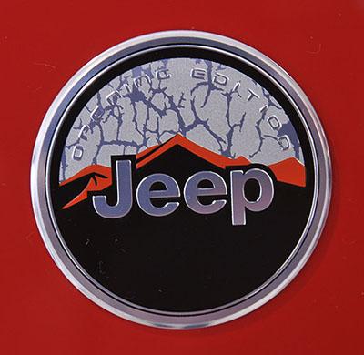 Emblema comemorativo é aplicado às primeiras 1.000 unidades das versões Sport e Longitude do modelo que está reinventando o segmento dos SUVs compactos