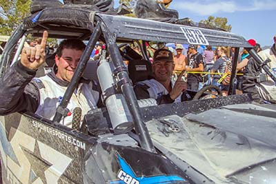 Dustin Jones (à dir) e Shane Dowden a bordo do Can-Am Maverick MAX Xds Turbo, vencedores da corrida Mint 400  - Foto: Divulgação/S3 Power Sports