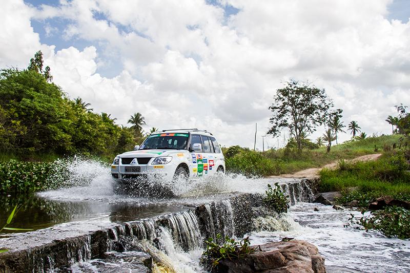 No trajeto do rali, uma bela passagem de rio - Foto: Adriano Carrapato/Mitsubishi