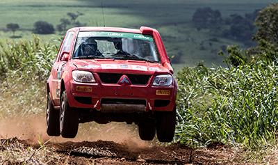 Rali cross-country de velocidade está em sua 16ª temporada - Foto:  Adriano Carrapato / Mitsubishi