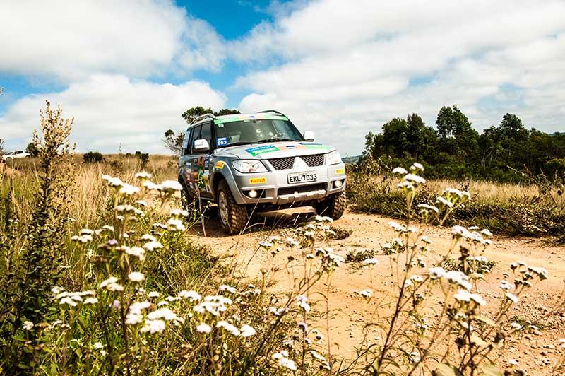 Competidores encararam estradas de serra na região de Tiradentes - Foto:  Ricardo Leizer / Mitsubishi