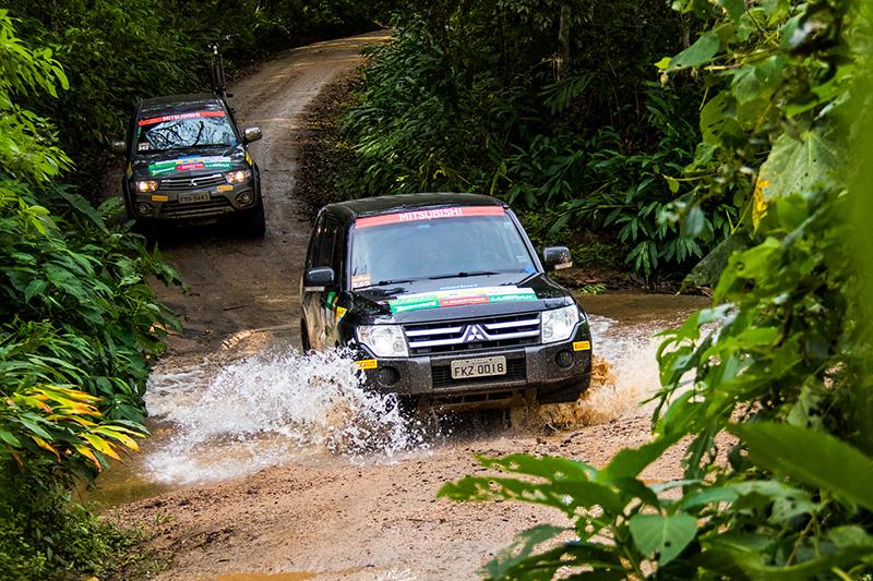 Participantes colocaram seus legítimos 4x4 na trilha - Foto: Cadu Rolim/Mitsubishi