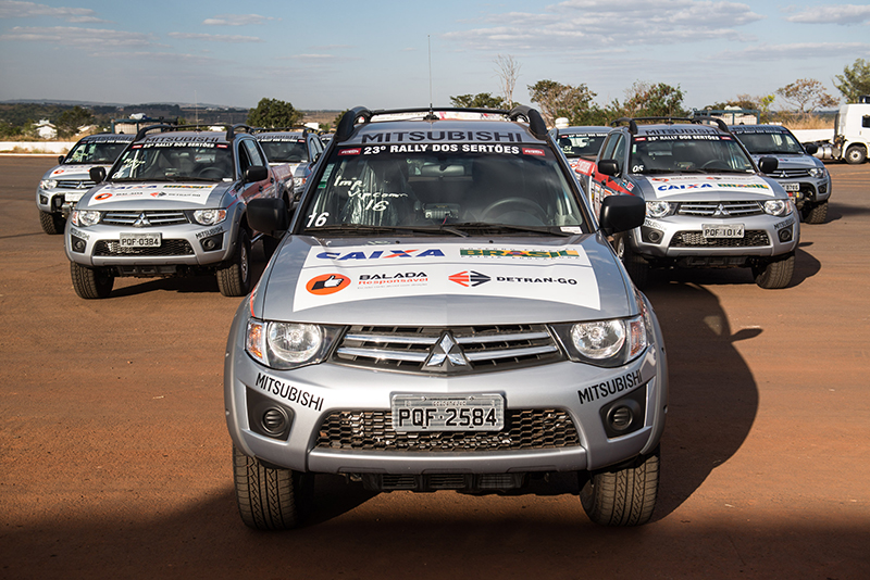Veículos fazem o mesmo trajeto dos competidores  - Foto:  Victor Eleutério / Mitsubishi