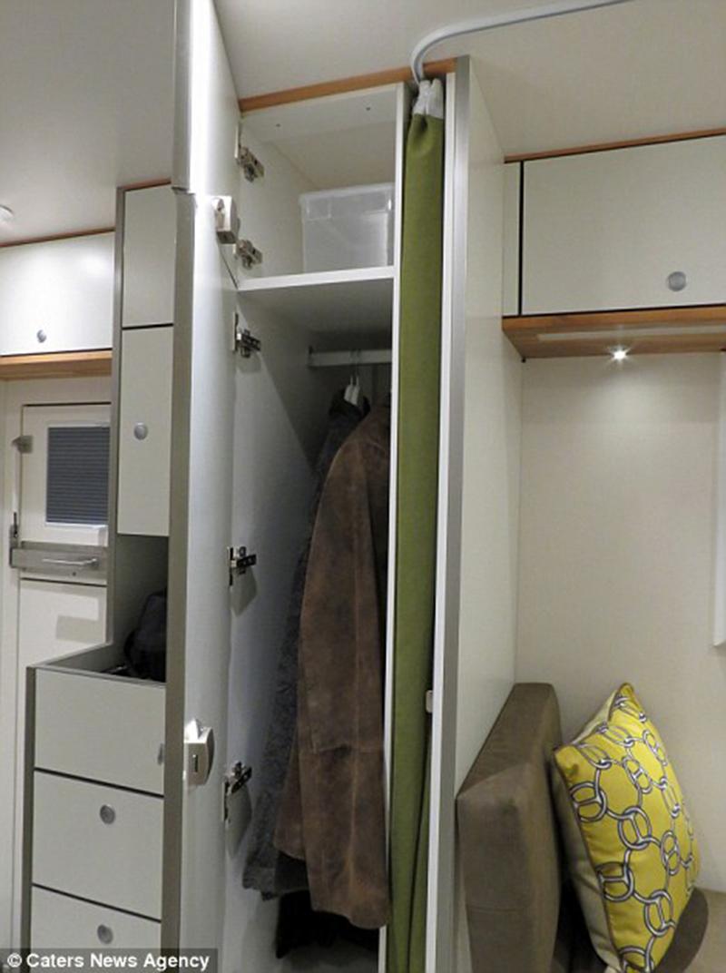 Diversos armários para roupas e utensílios