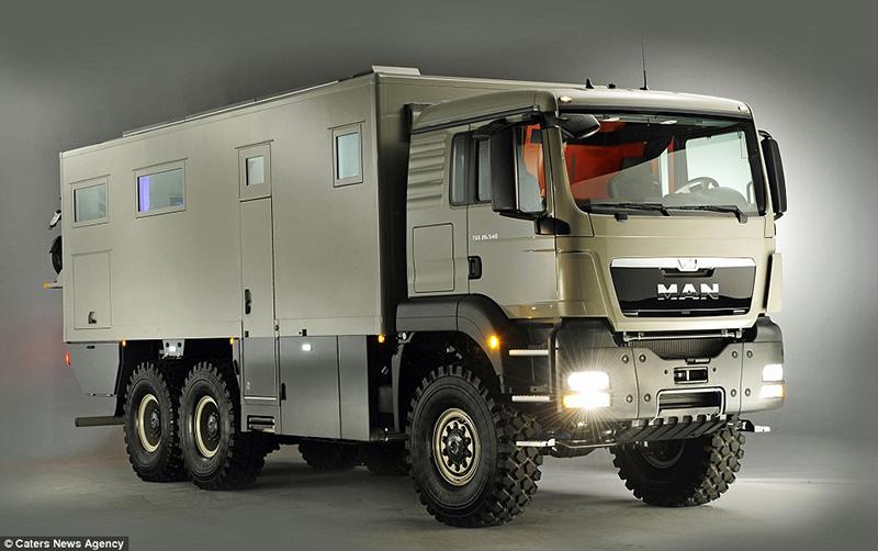 O Caminhão campista austríaco é pintado em verde militar, vem com um motor de 720 cavalos de potência e custa até £ 585.000
