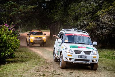 No Mitsubishi Outdoor, são dois carros em cada equipe - Foto;  Tom Papp / Mitsubishi